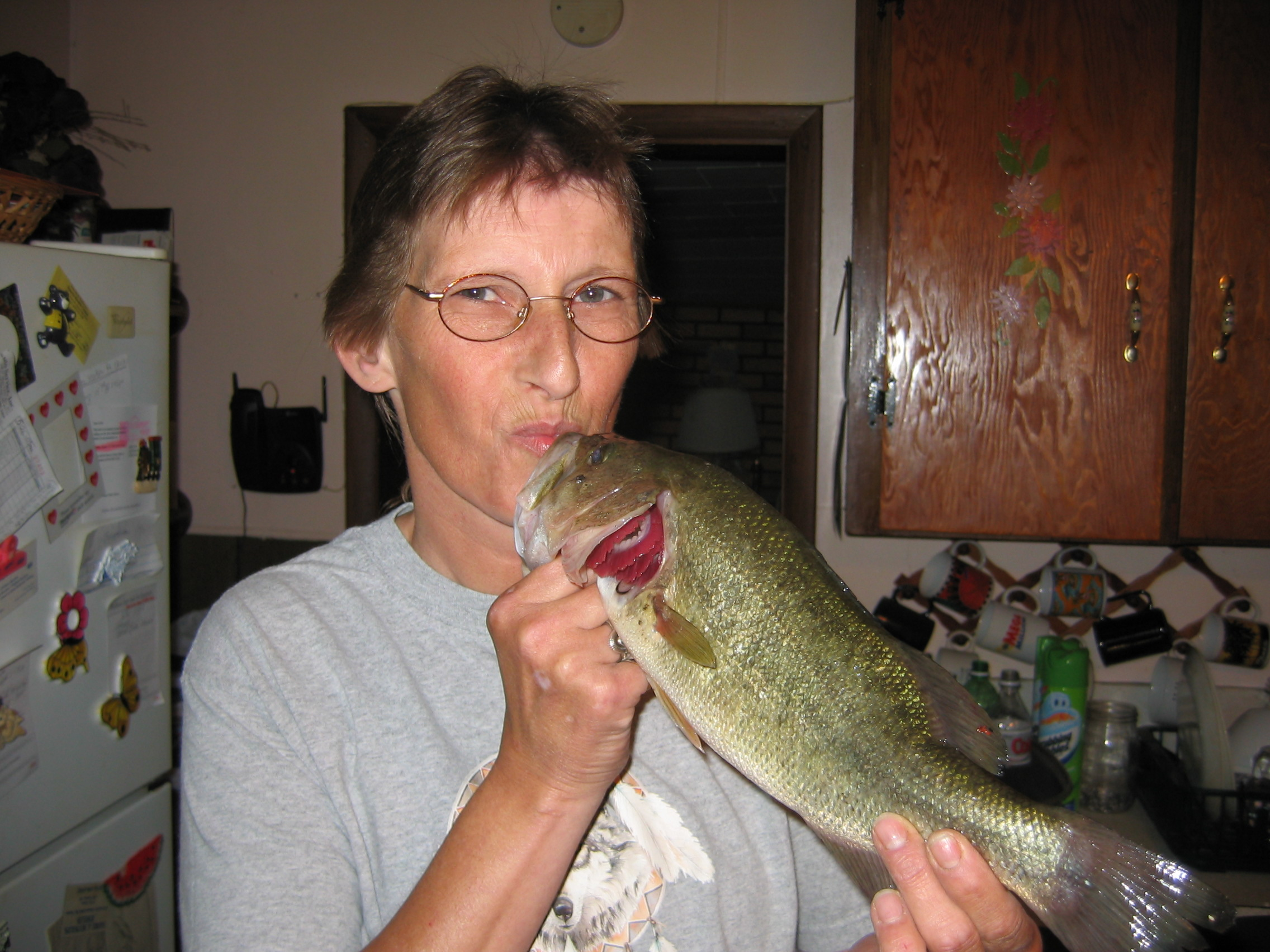 Sue kissing Bass